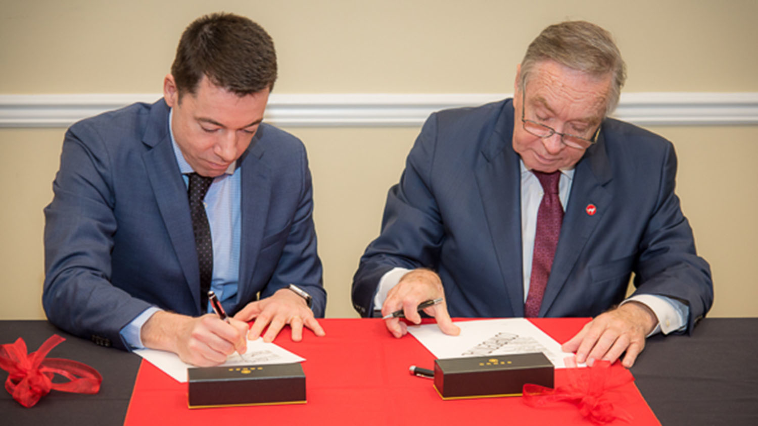 and DSM Nutritional Products'Eduardo Alberto and NC State's Mladen Vouk sign a memorandum of understanding (MOU).